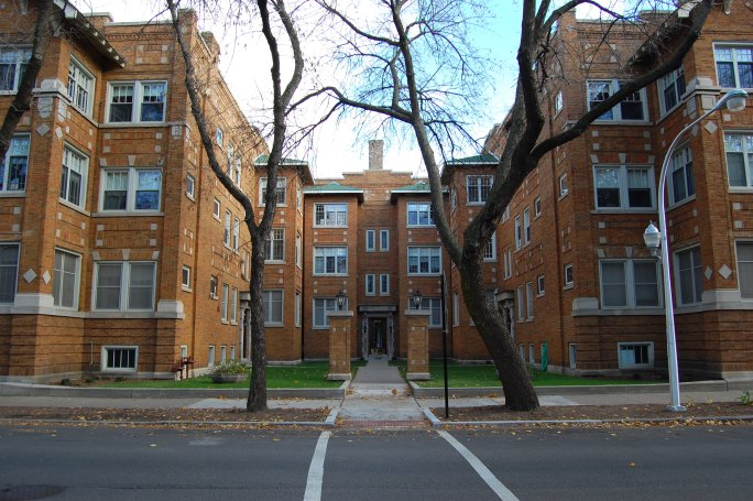 A classic Chicago apartment building with courtyard