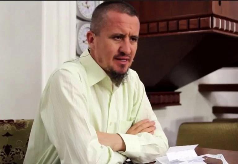 Përdhosi flamurin shqiptar, Ahmed Kalaja reagon i revoltuar: Ai nuk është imam, ka nevojë për kurim