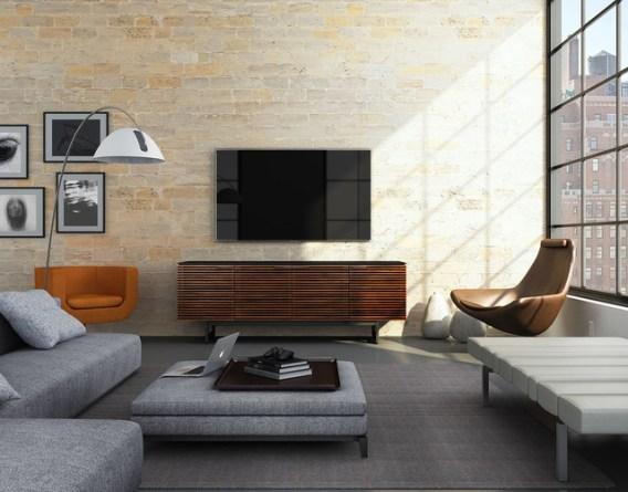 muebles TV pareja amigos Corridor