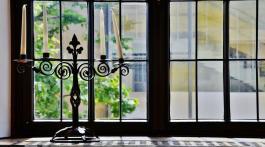 window-443805_1920