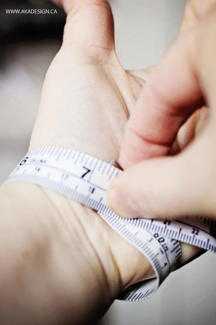 measure wrist for bracelet