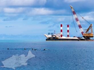 浚渫船とシュノーケラー