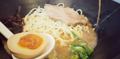 【台中西區】麵屋輝 拉麵湯泡飯 煎餃 擔擔麵
