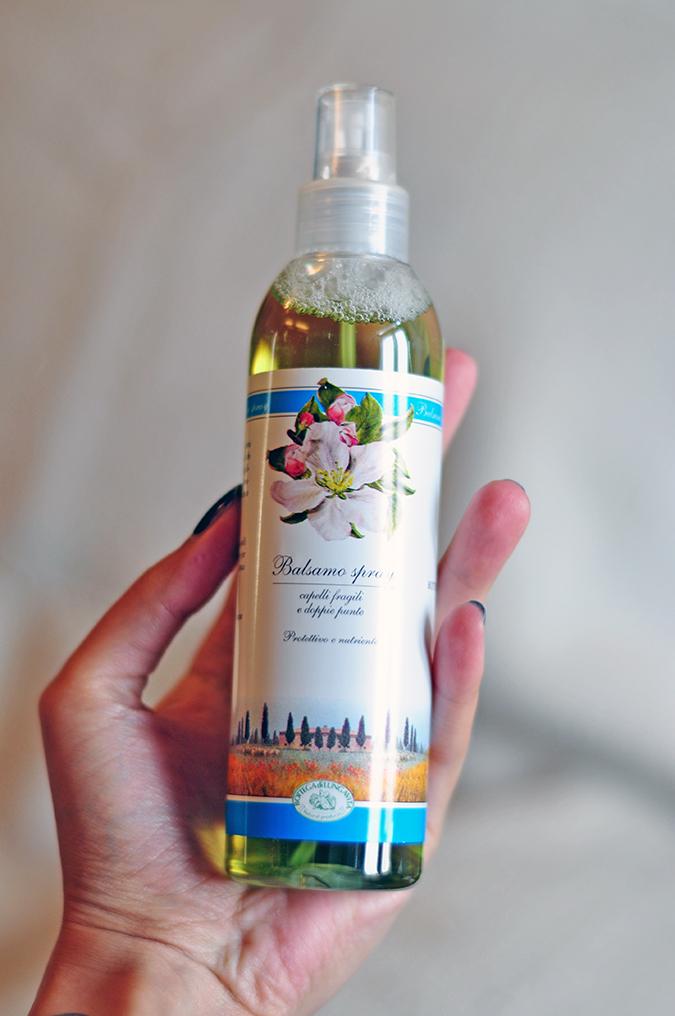 Bottega di Lungavita | Beauty Review | www.akanksharedhu.com | Hair spray in hand