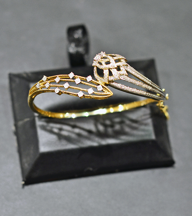 Zyra by Tanishq | www.akanksharedhu.com | bangle on stand