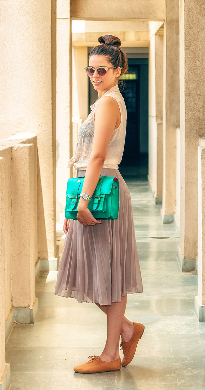 For the Love of Neutrals | www.akanksharedhu.com | side full with bag