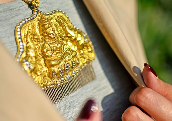 #FutureHeirlooms | LoveGold | Akanksha Redhu | necklace sun close