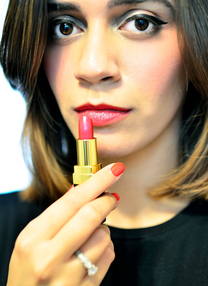 Rouge Coco Lipstick | Chanel | Akanksha Redhu | 426 roussy on lips