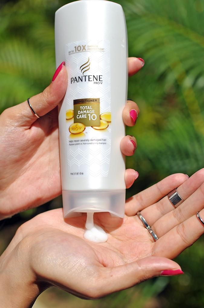 Feel Good Hair | Pantene | Akanksha Redhu | conditioner in hand