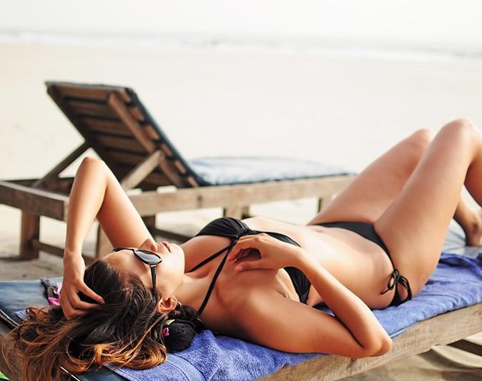 Yab Yum | Goa | Tripzuki | Akanksha Redhu | me on sunbed