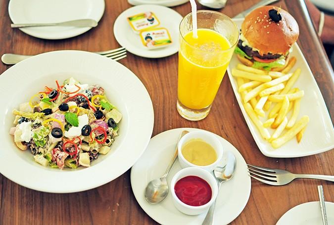 Acron Waterfront Resort   Goa   Akanksha Redhu   lunch