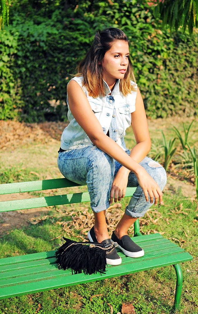 The Roaring Denims | Only India | Akanksha Redhu | sitting on bench
