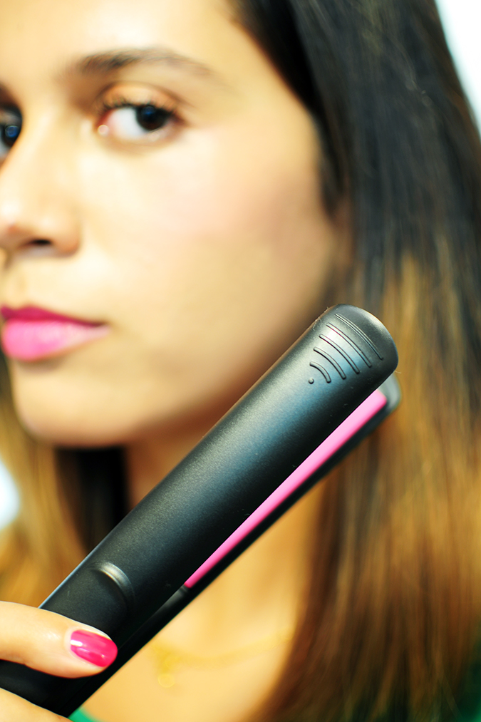 Philips - Selfie Straightener | Akanksha Redhu | iron grip in front of face