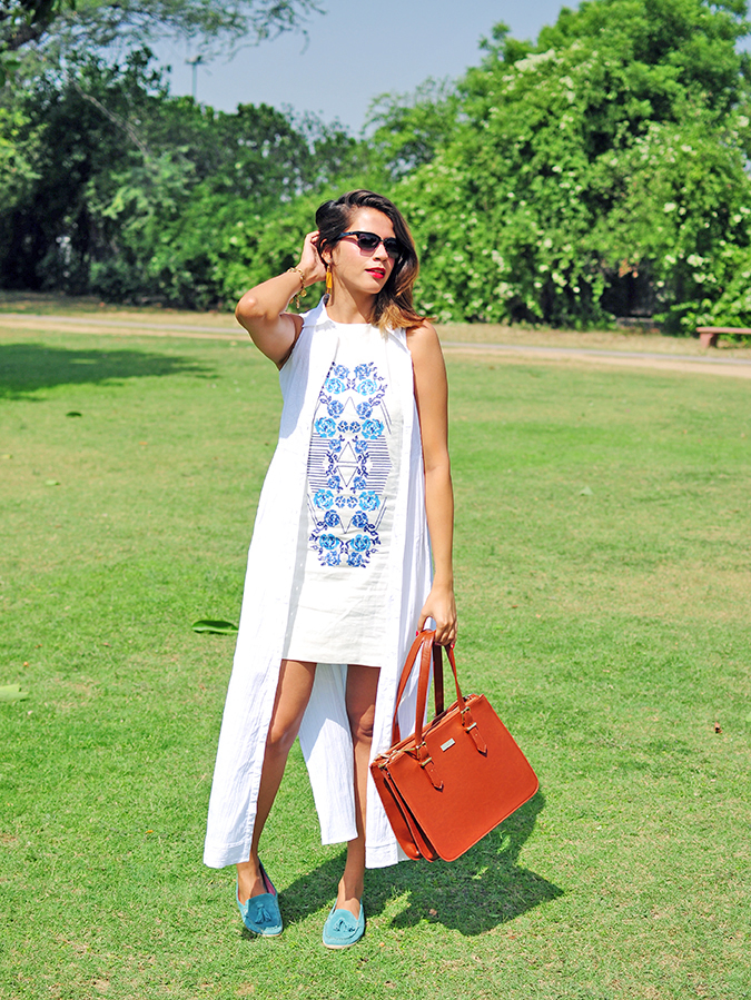 #SundayLiving | AND | Akanksha Redhu | full front holding bag