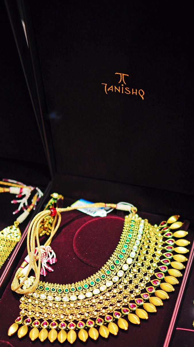 Tanishq Wedding Jewellery | Marwari Wedding | Akanksha Redhu | necklace in case single