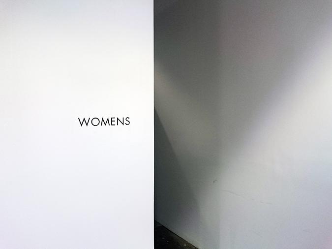 Ohne Titel | NYFW | #RedhuxNYC | ladies room