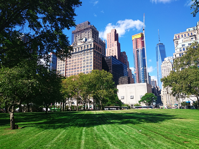 Airbnb | New York City | #RedhuxNYC | grass battery park