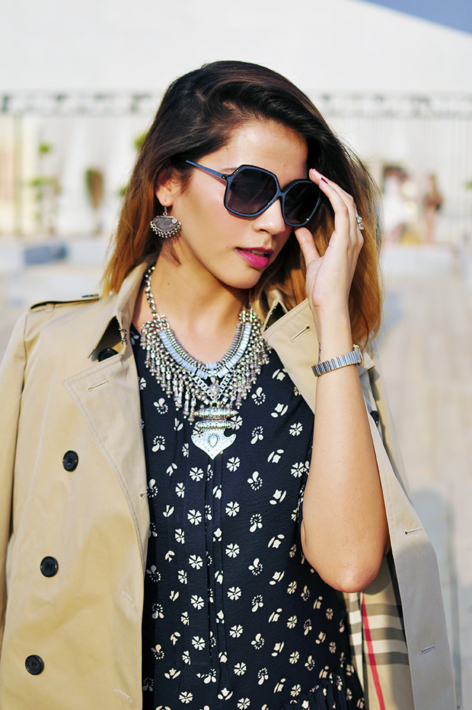AIFW | Akanksha Redhu | #AIFWSS16 | Burberry | half front hand on sunnies