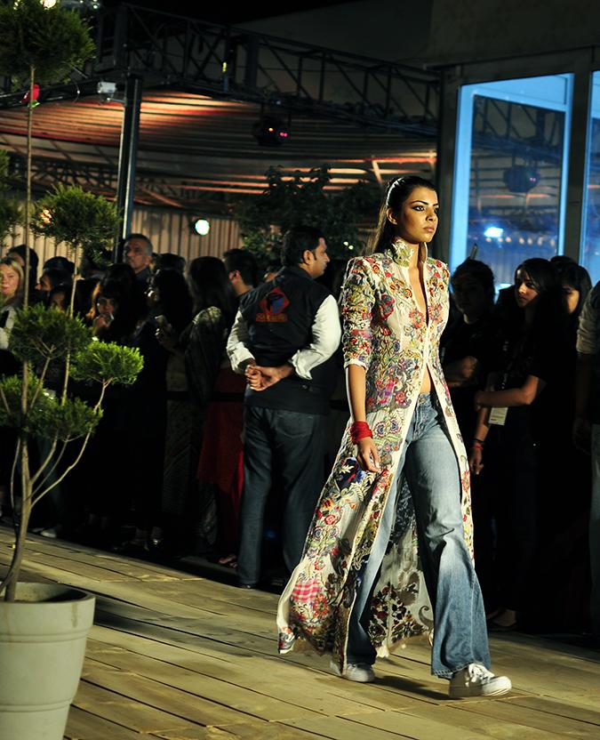 Anamika Khanna | #AIFWSS16 | #findyourspace | look2