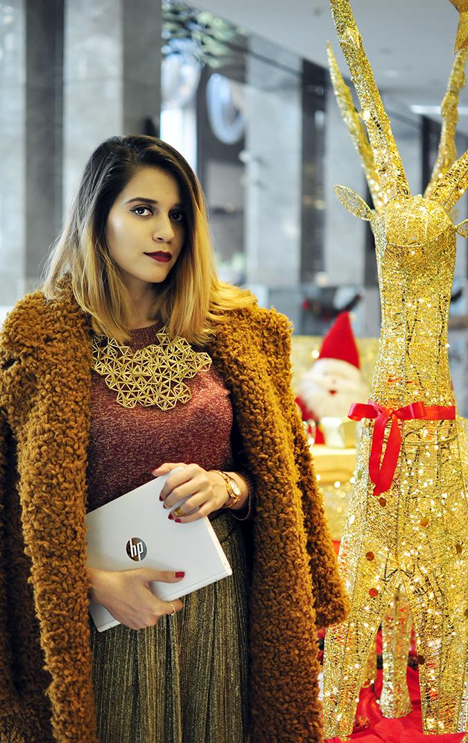Christmas Cheer | Akanksha Redhu | half front sleigh