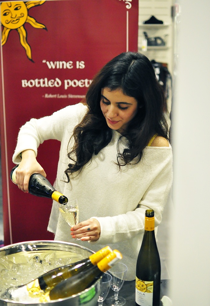 Sula Fest Pre-Party | Vero Moda | Akanksha Redhu | girl pouring wine