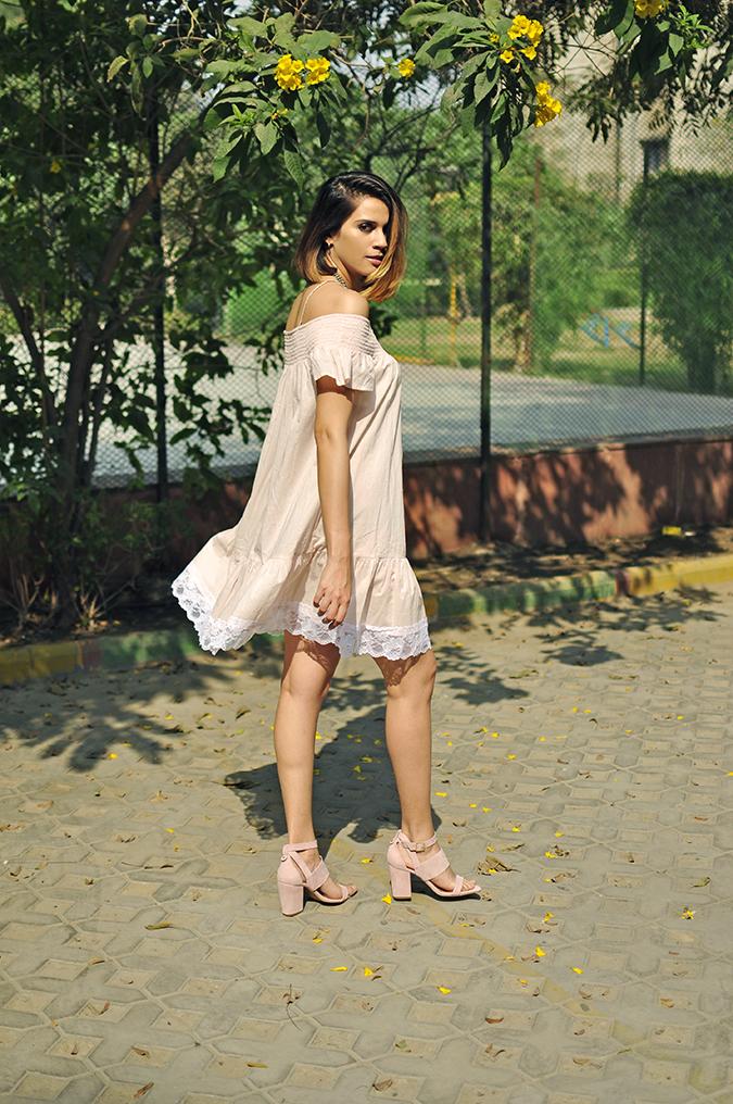 Pale Blushes | Sbuys | Akanksha Redhu | full back walk looking back