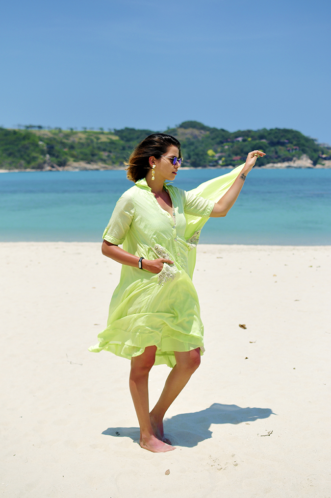 Chichouse | Choeng Mon Beach | Koh Samui | Akanksha Redhu | full side flying dress in hand