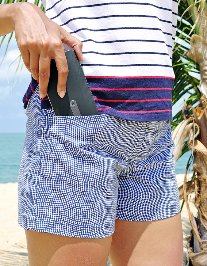 Koh Samui   Akanksha Redhu   #RedhuxKohSamui   taking phone out of pocket