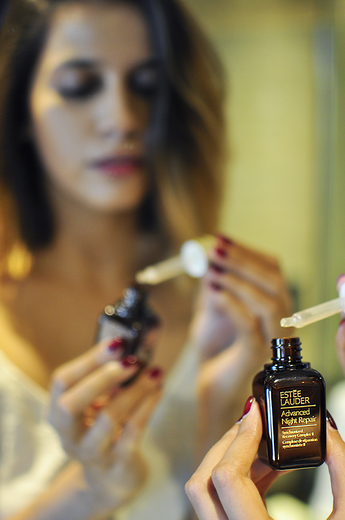Estée Lauder | Akanksha Redhu | applying serum mirror