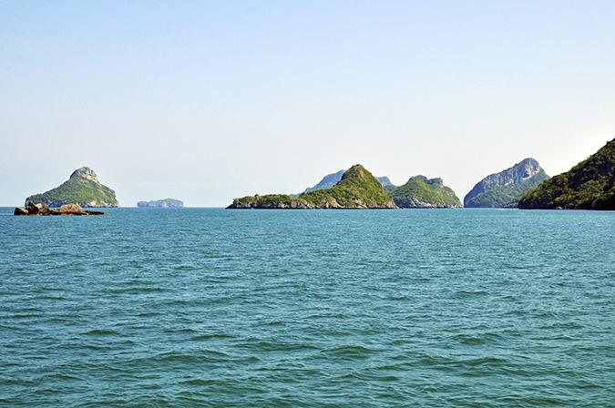 Ang Thong National Marine Park | Akanksha Redhu | sea with rocks wide
