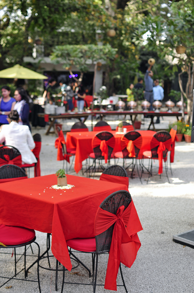 Canon EOS 1300D | Akanksha Redhu | #ReadyWithEOS1300D | setting red tables