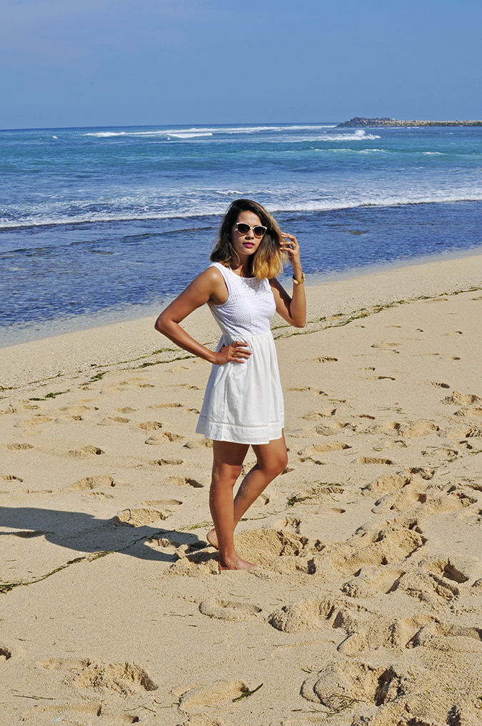 Nikkos Beach | Bali | Akanksha Redhu | full side arm on waist sand