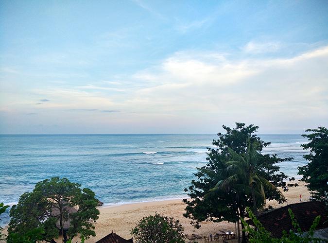 Nikkos Beach | Bali | Akanksha Redhu | uptop phone