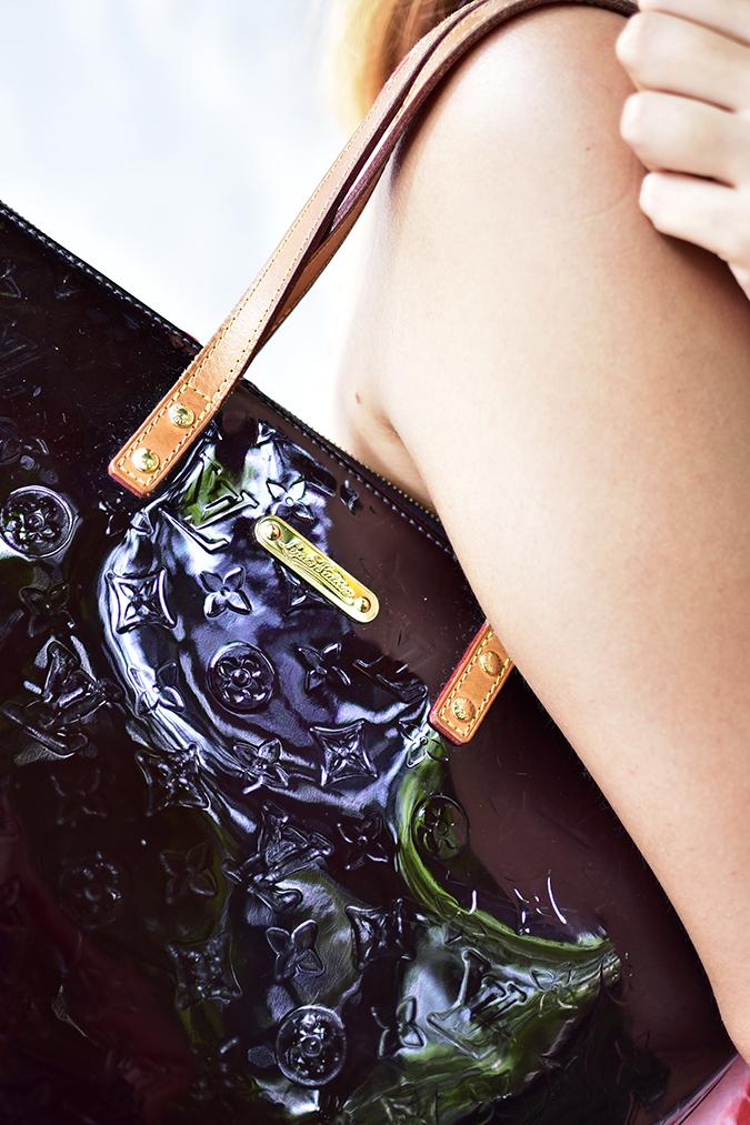 Sbuys | Akanksha Redhu | bag on shoulder close up