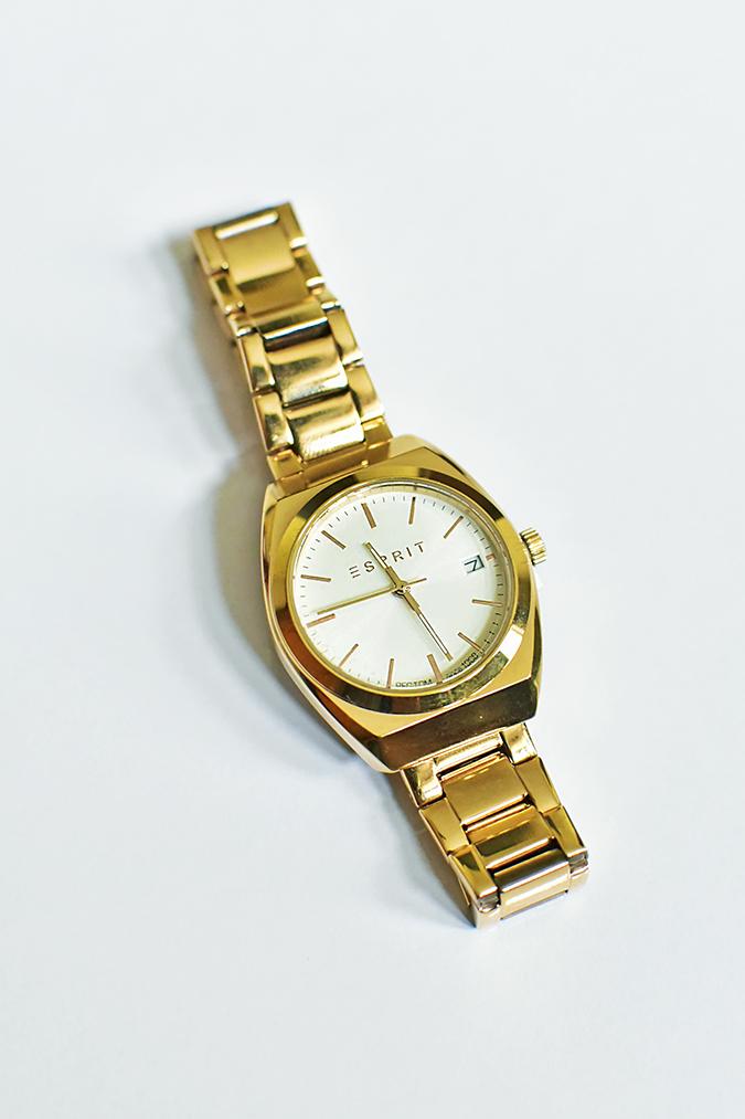 Amazon India   Akanksha Redhu   watch flat long