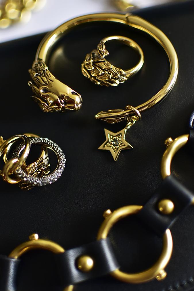 Reinvent Obsession | HP | Akanksha Redhu | gold accessories