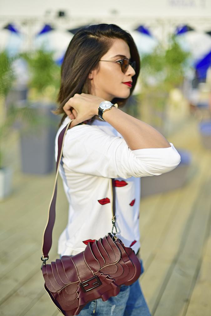 #AIFWSS17 | Akanksha Redhu | half side bag hanging natural