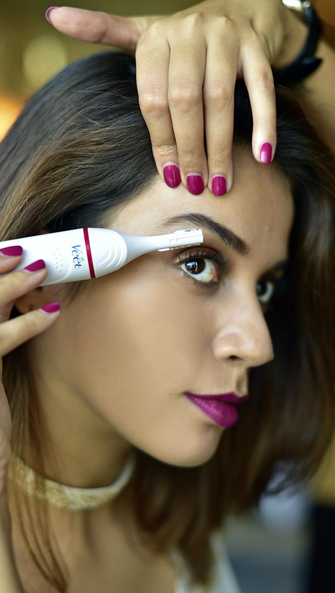 Veet Sensitive Touch Beauty Trimmer | Akanksha Redhu | using on eyebrow