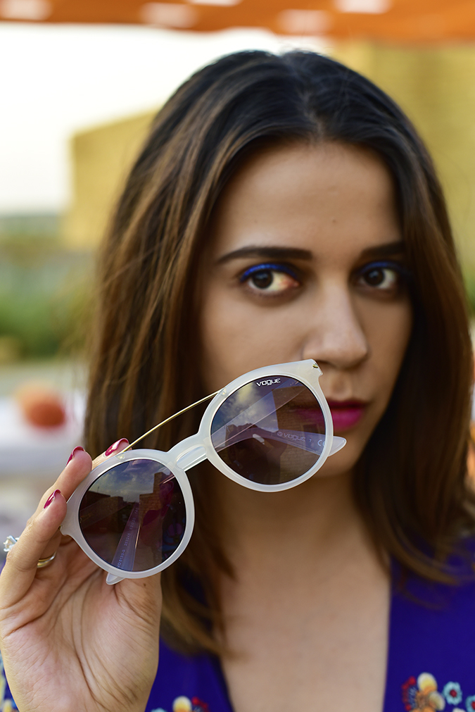 #ShowYourVogue | Akanksha Redhu | holding object face middle parting