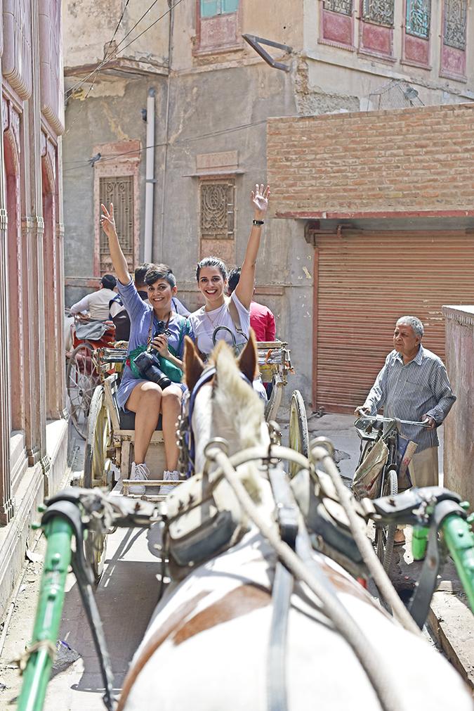 Narendra Bhawan | Akanksha Redhu | tonga hands up
