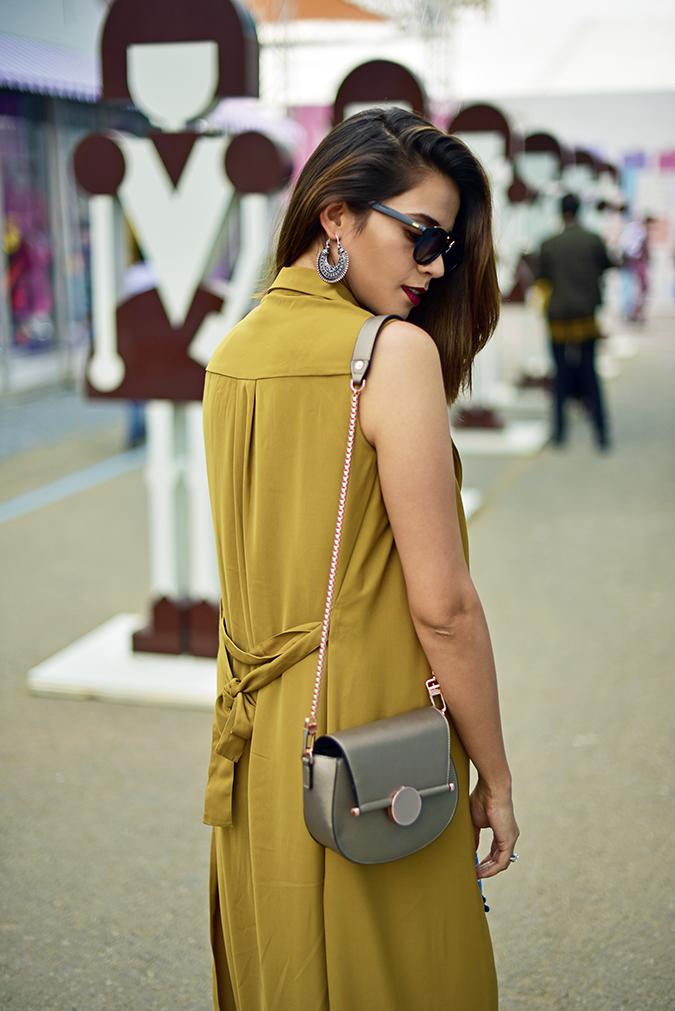 Amazon India Fashion Week   Akanksha Redhu   half back