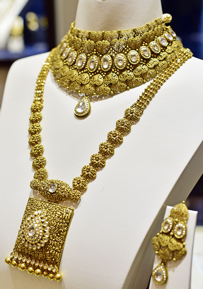 Rivaah by Tanishq | Akanksha Redhu | long necklace on bodice