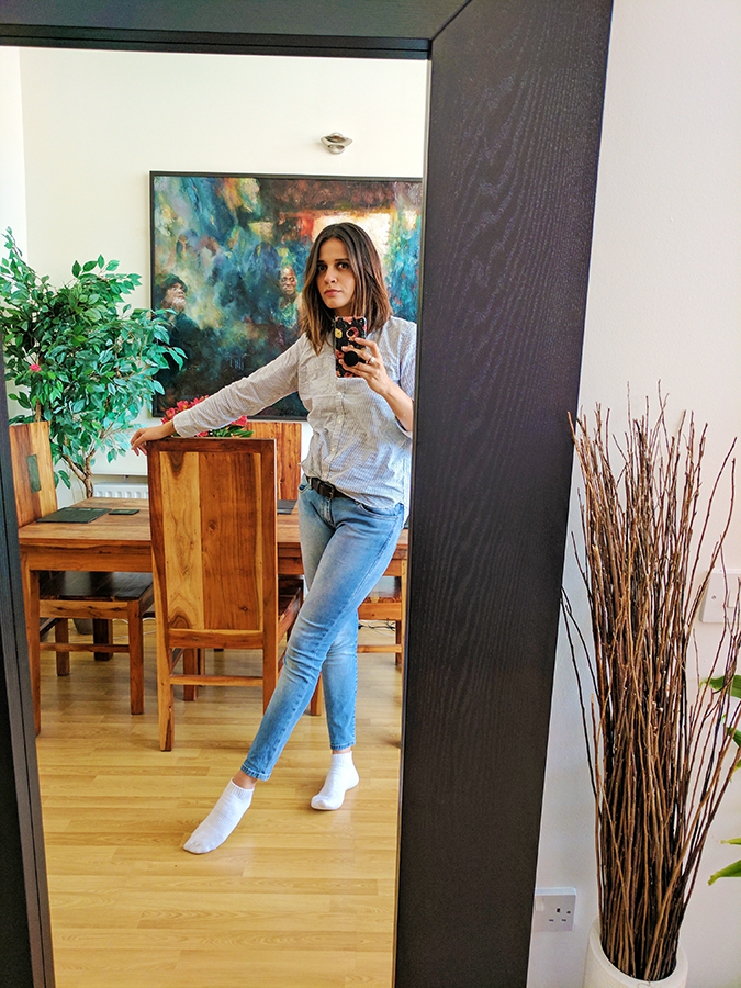 Edinburgh | Akanksha Redhu | mirror selfie in airbnb