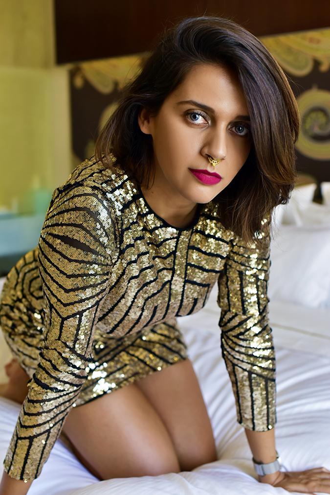 #VDayFreshlook | Akanksha Redhu | diva front sittin pose