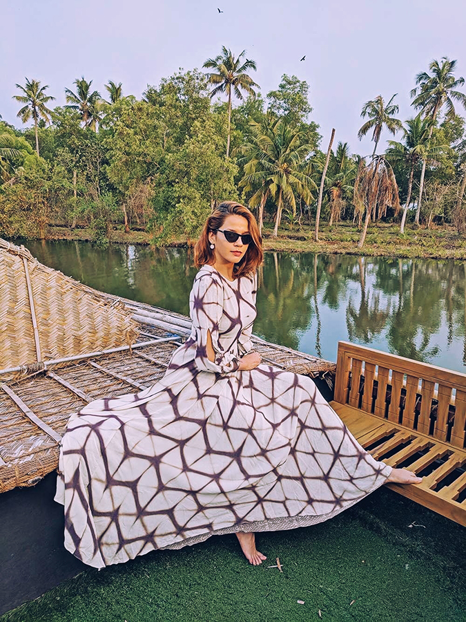 Kerala Backwaters | Vayalar | sejal jain dress sitting