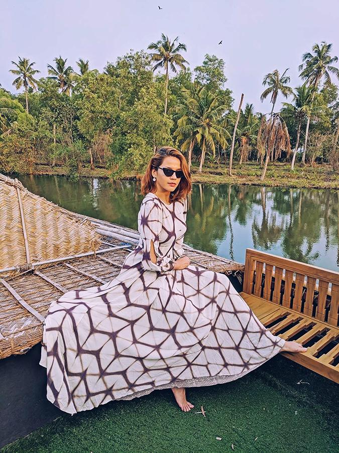 Kerala Backwaters | Vayalar | sejal jain dress sitting