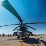 日光を浴びる正面からのヘリコプター