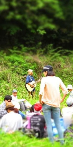 森の歌会の様子
