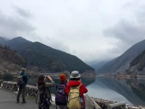 棒ノ折山登山口名栗湖