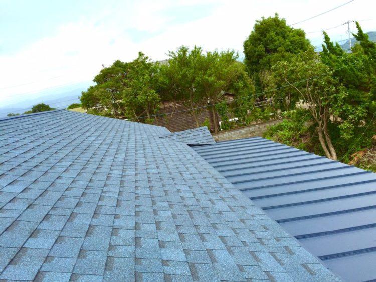 屋根の上。